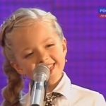 Ez a csupa mosoly kislány már 8 évesen meghódította a világot: így Beatles dalt még senki nem énekelt