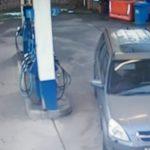 Már 25 millióan látták a biztonsági kamera felvételét: mit művelt a hölgy a benzinkútnál
