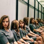 Két táborra szakadtak a netezők a feladvány kapcsán: szerinted kinek van igaza, hány lány van a képen?