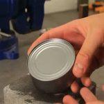 Így nyithatsz fel egy konzervdobozt könnyedén, akár puszta kézzel