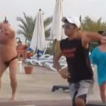 Felkerült a netre és egy csapásra híres lett ez a fergeteges strandtánc