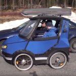 Egészen rendhagyó kisautót tervezett egy svéd mérnök: felvették, mi mindenre képes működés közben