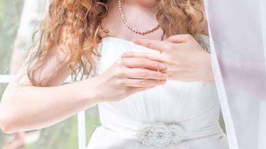 Szorongva próbáltam fel menyasszonyi ruhámat, mert nem vagyok sovány: közben rajtam nevettek, ezeket mondták