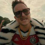 Álnéven írt dalt a foci-EB-re Istenes Bence, most debütál a klip: neked hogy tetszik?