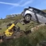 A sofőr kocsijával elállta a farmer birtokát: a gazda úgy bepörgött, hogy durván megleckéztette