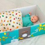 Finnországban sok kisbabának egy kartondoboz az ágya: Érdekes és praktikus oka van