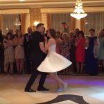 A menyasszony felvette a tornacipőjét és megszólalt a zene: a násznép őrjöngött