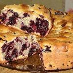 Egy kis liszt, vaj, friss gyümölcs, és máris készülhet ez a szuper kevert süti: