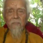 Ez a 92 éves vietnami férfi 80 éve nem vágta le és nem mosta meg 5 méter hosszú haját: videóra vették, hogy néznek ki fürtjei