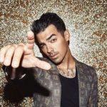 Kevés embernek van viccesebb szájmaszkja, mint Joe Jonasnak: mi nagyot nevettünk, amikor megláttuk, szuper az ötlet