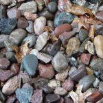 99-ből jó ha 2 ember rátalál a békára a sok kő között: ha észreveszed, zseni vagy